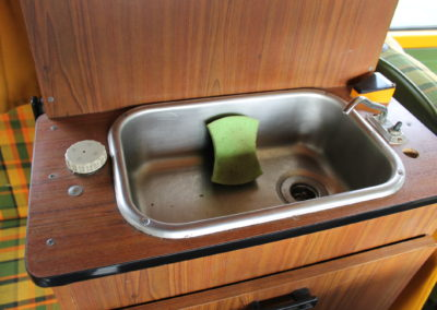 évier avec réserve d'eau