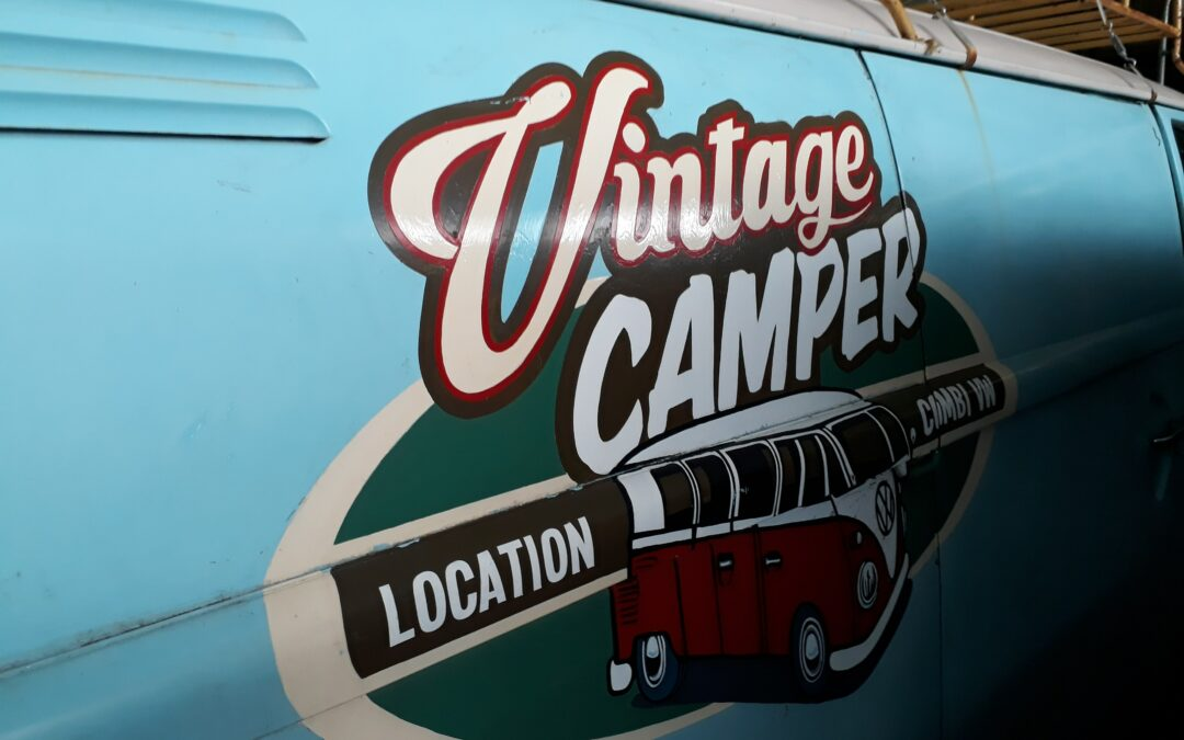 logo vintage camper paint a la main