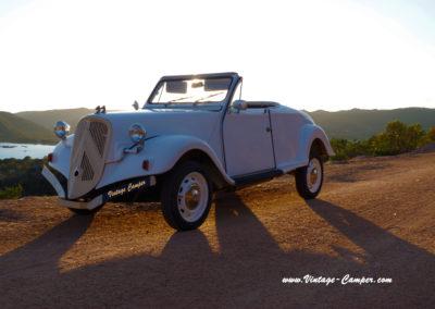 Location-2CV-cabriolet-évènementiel-mariage-vacances-Santa-Guilia-Corse-Porto-Vecchio-extrême-Sud