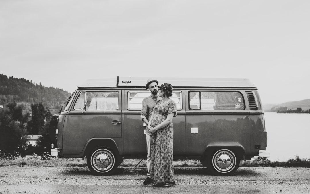 Un Combi Vintage Camper pour une Séance Photographique