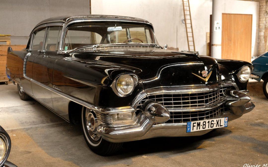 Cadillac Fleetwood 1955 – Vintage Camper Bordeaux