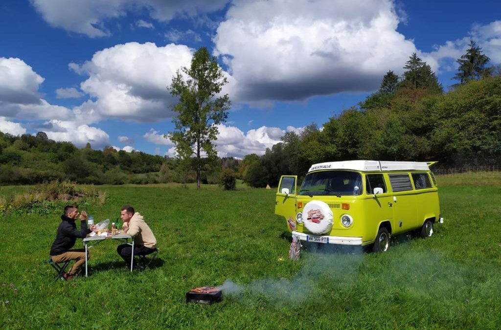 """""""L'amour est dans le prè"""" saveur comté – Vintage Camper Jura"""