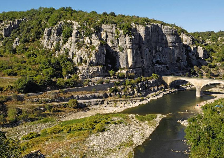 Partir en van Volkswagen, votre nouvel hébergement insolite en Rhône-Alpes avec Vintage camper Ardèche pour vos vacances d'été